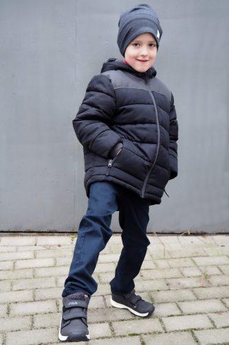 chłopiec w butach deichmann