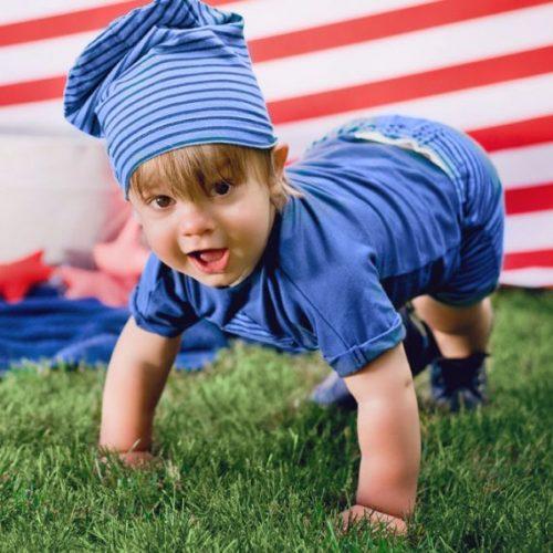dziecko w butach marki emel