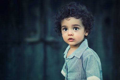Chłopczyk w koszuli