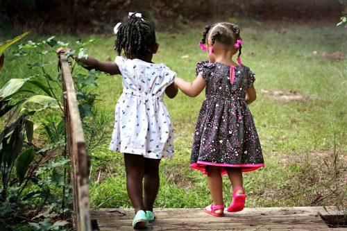 Dziewczynki w sukienkach