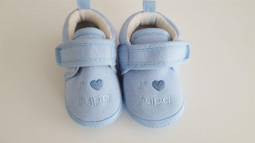 Niebieskie kapcie dla niemowlaka