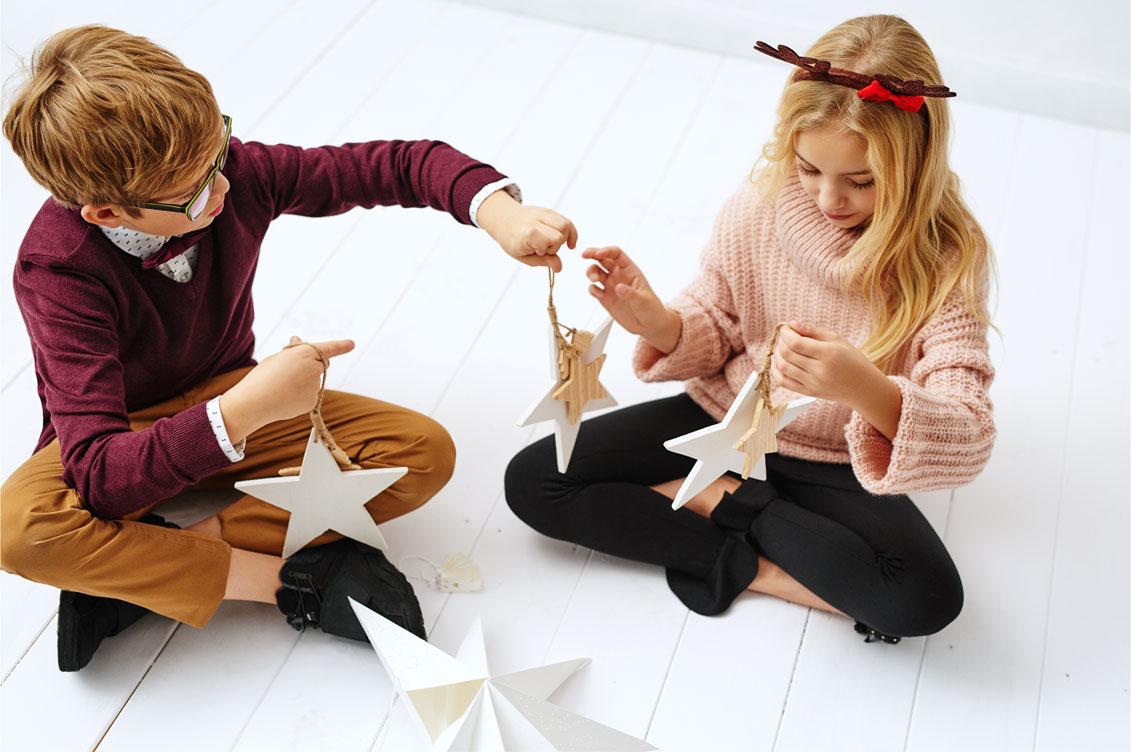 Dzieci w ubraniach z kolekcji Reserved Holly Jolly
