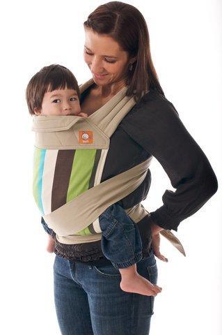 KObieta z dzieckiem w nosidełku Mei Tai