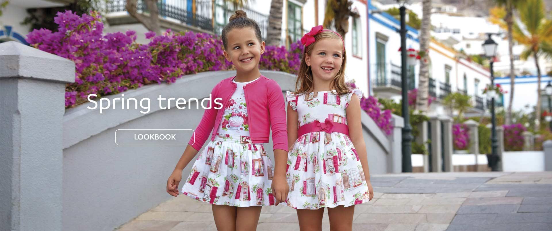 Dziewczynki w ubrankach marki Mayoral