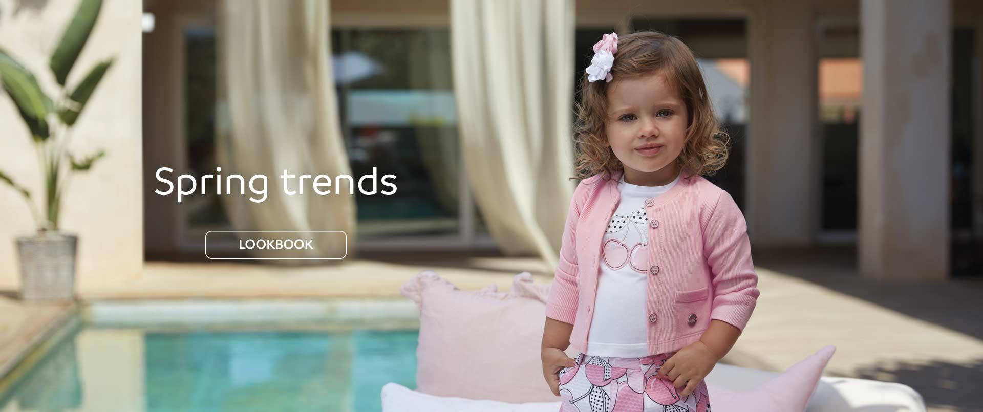 Dziewczynka w ubrankach marki Mayoral