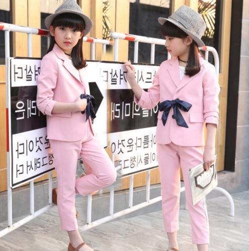 Żakiet dla dziewczynki, elegancki element garderoby dziecięcej