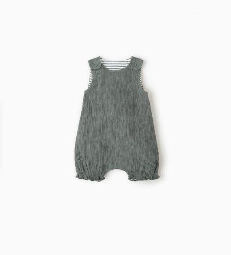 Ubrania z kolekcji mini capsule, minimalistyczny styl dla niemowląt