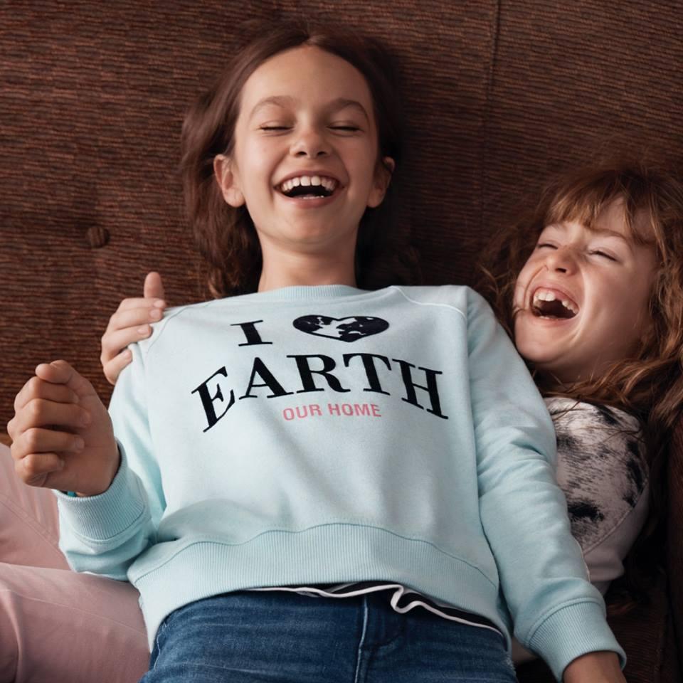 kolekcja H&M WWF Przyjazna dla dzieci i dla naszej planety - nowa kolekcjaH&M WWFwykonana jest z przyjaznych środowisku materiałów takich jak bawełna organiczna. 10% zysków ze sprzedaży zostanie przekazane WWF Polska.