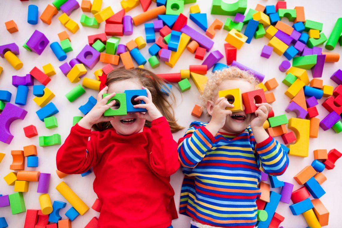9 sposobów na rozwojowe zabawy z dzieckiem w domu